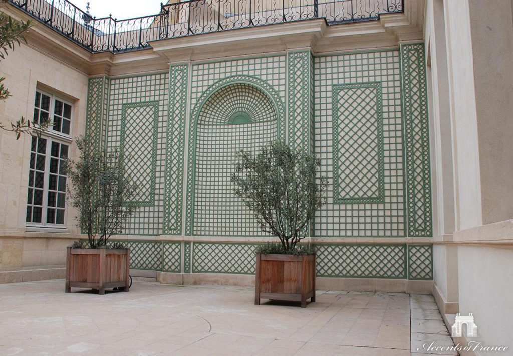 An interior courtyard with custom 3D alcove and decorative latticework