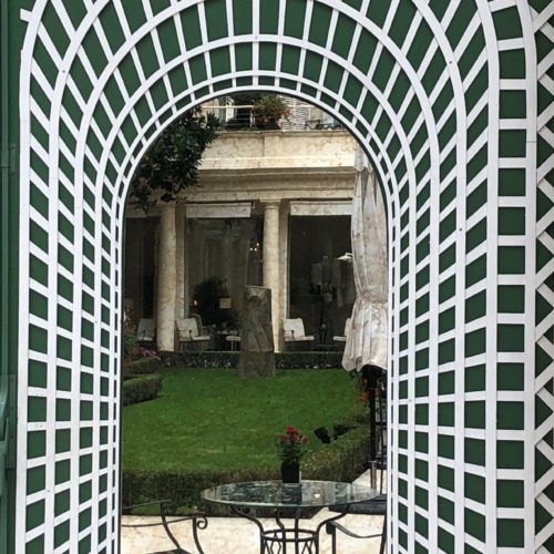 Trompe l'oeil with mirror- Patio Paris
