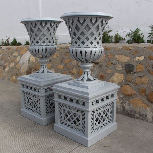 Pedestal & Vase Trianon